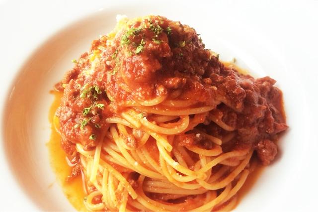 トマトソースベースのパスタ