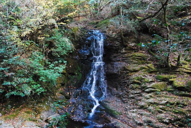 巌窟滝(がんくつだき)